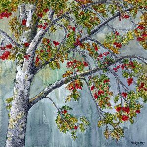 Portree punaste marjadega pihlakas hallika metsa taustal. Maria Välja akvarellmaal.