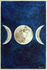 Maria Välja akvarellmaal kuufaasidest. Vasakul kasvav kuu, keskel täiskuu ning paremal kahanev kuu. Kuu on tumesinise tähistaeva taustal.